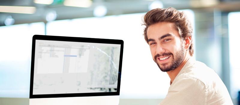 man_at_computer_-_webinar